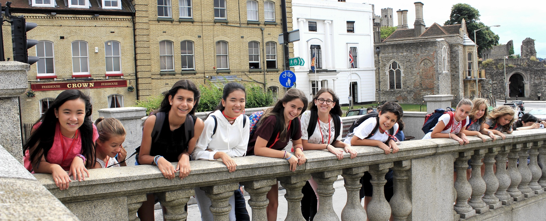 Students experiencing London and learning English